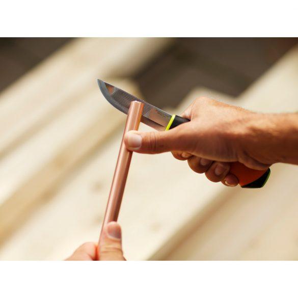 FISKARS Hardware kés épületgépészeti munkákhoz, tokba épített élezővel