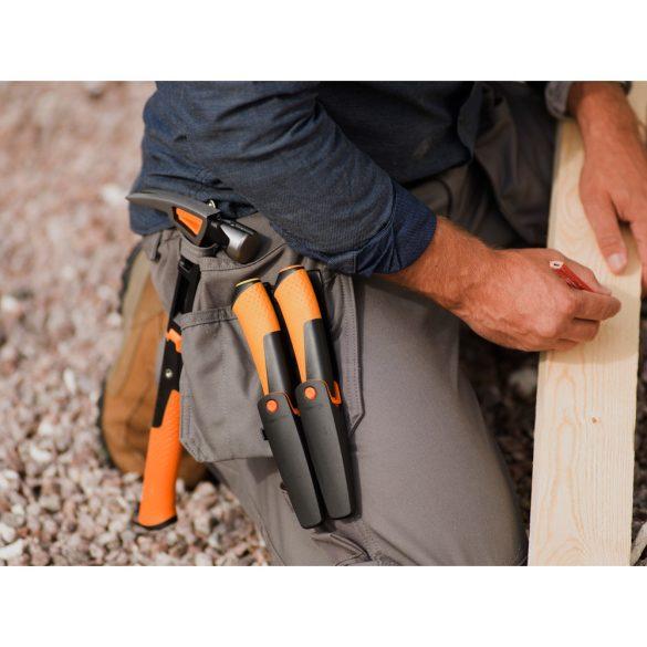 FISKARS Hardware kés famunkákhoz, tokba épített élezővel